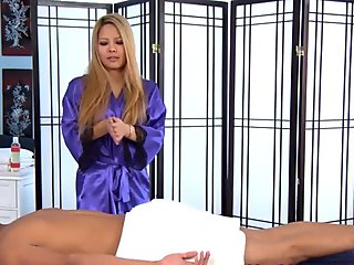 Asiatisk babe massage kuk